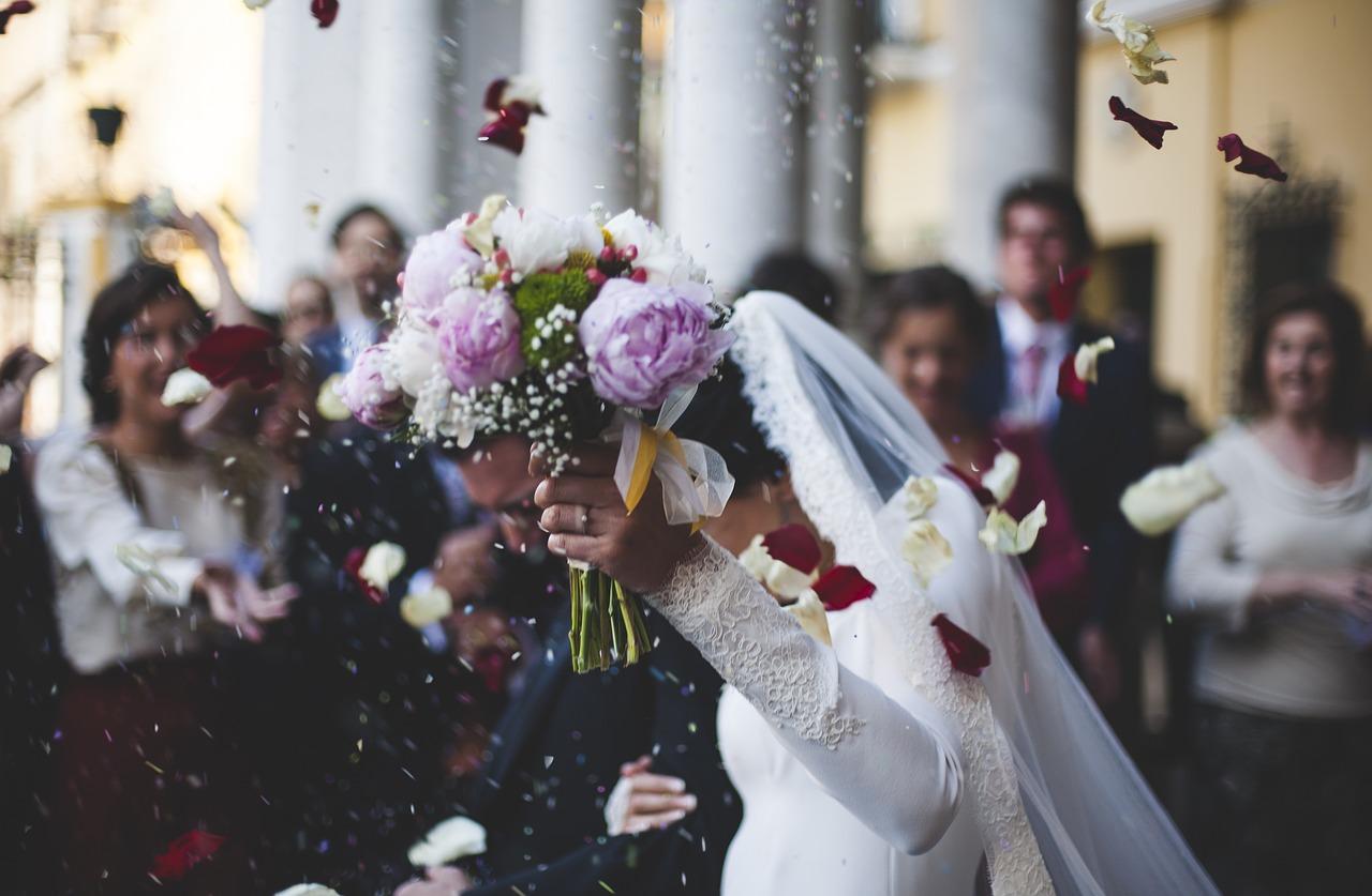 【副業】結婚式の代理出席でお金を作ろう!バレた時の対処方法も紹介!!